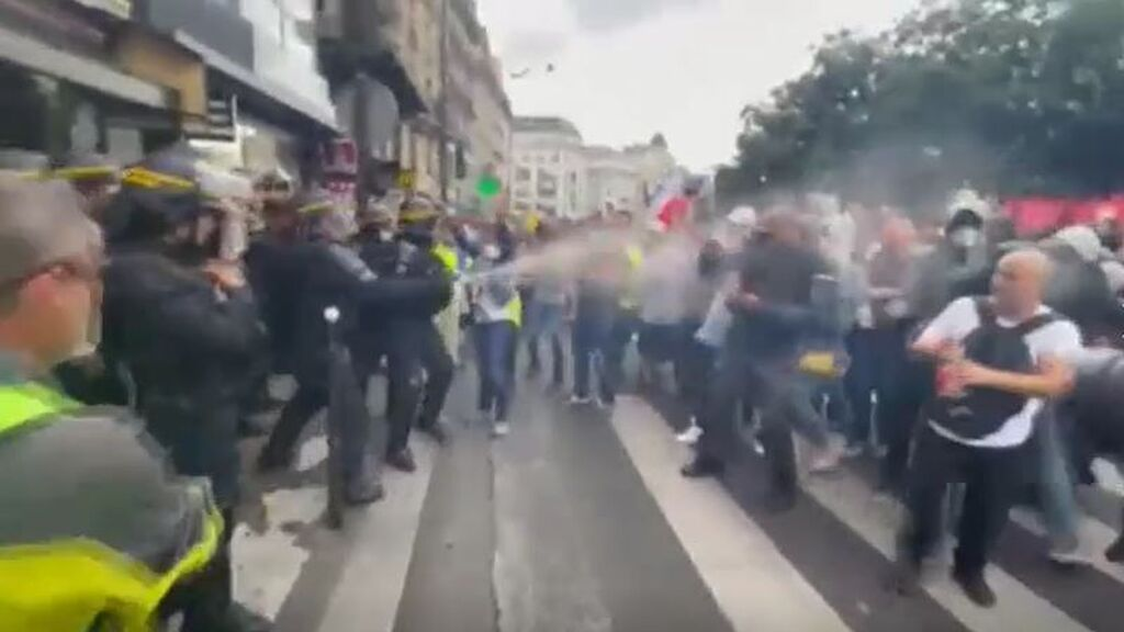 Protestas y ánimos caldeados en Francia por las restricciones: Italia, Alemania o Irlanda amplían sus medidas