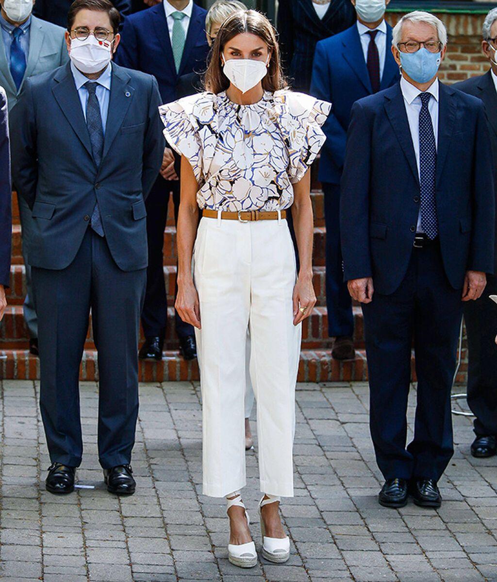 La reina Letizia con alpargatas de Macarena Shoes