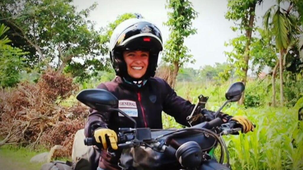 Así es Alicia Sornosa, la primera mujer de habla hispana que dio la vuelta al mundo sola en moto