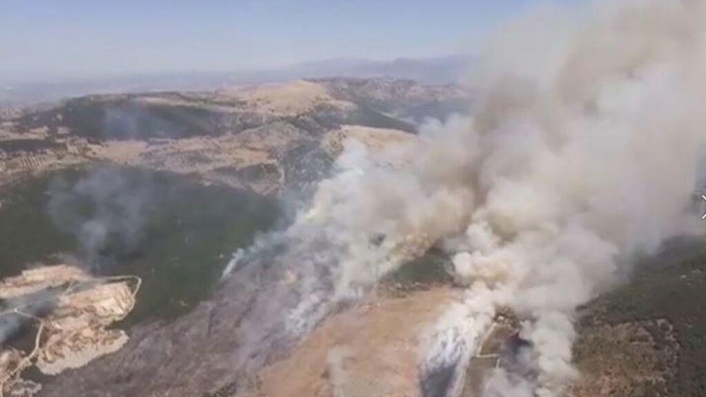 Estabilizado el incendio del pantano de San Juan de Madrid: el viento hizo que se tuviesen que desalojar a varios vecinos