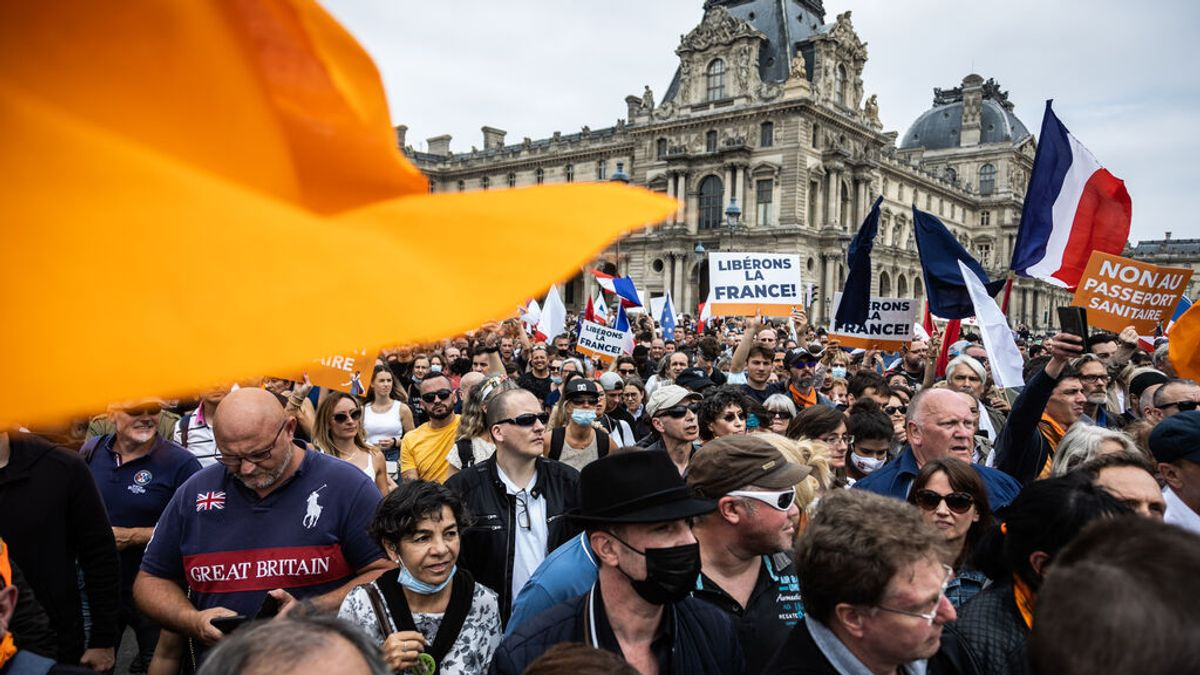 EuropaPress_3845711_17_july_2021_france_paris_demonstrators_take_part_in_protest_against_the