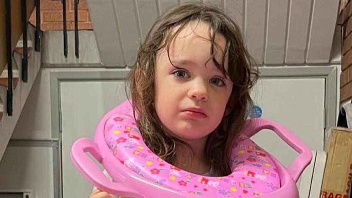 Una niña de tres años acaba con la cabeza atrapada tras ir al retrete y los Bomberos tienen que liberarla