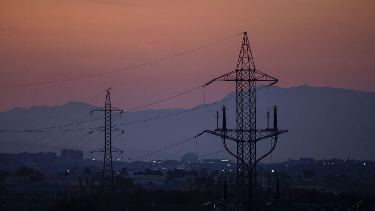 El precio de la luz se acerca a nuevos máximos históricos este martes, con 106,27 euros por MWh