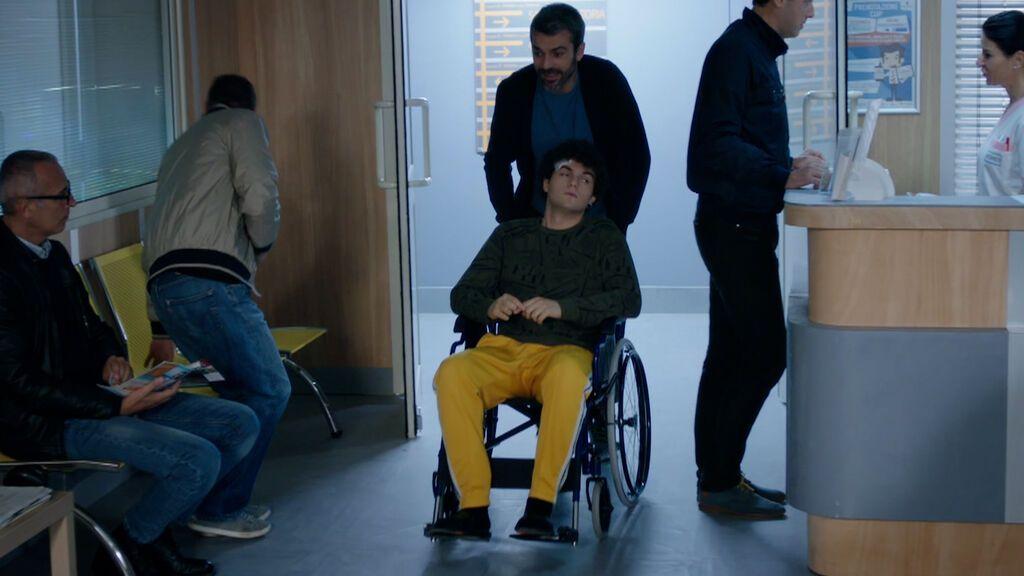 Andrea Fanti ayuda a Jacopo