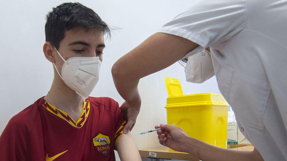 Las tres razones para vacunar a los niños: su seguridad, la de todos y menos efectos secundarios que tener covid