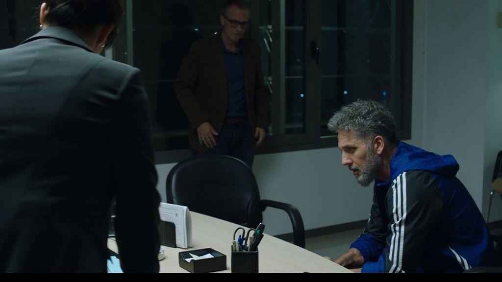 Marco se niega a cambiar de identidad y se juega la vida para convencer a Aurelio