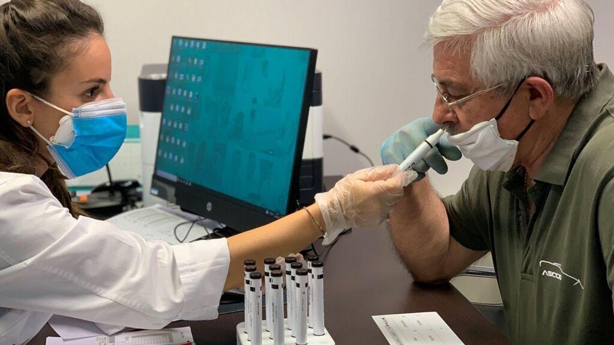Más pérdida de olfato pero más corta entre los contagiados de covid vacunados