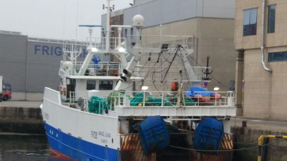 El pesquero 'Manuel Laura' atracado en el puerto de Vigo