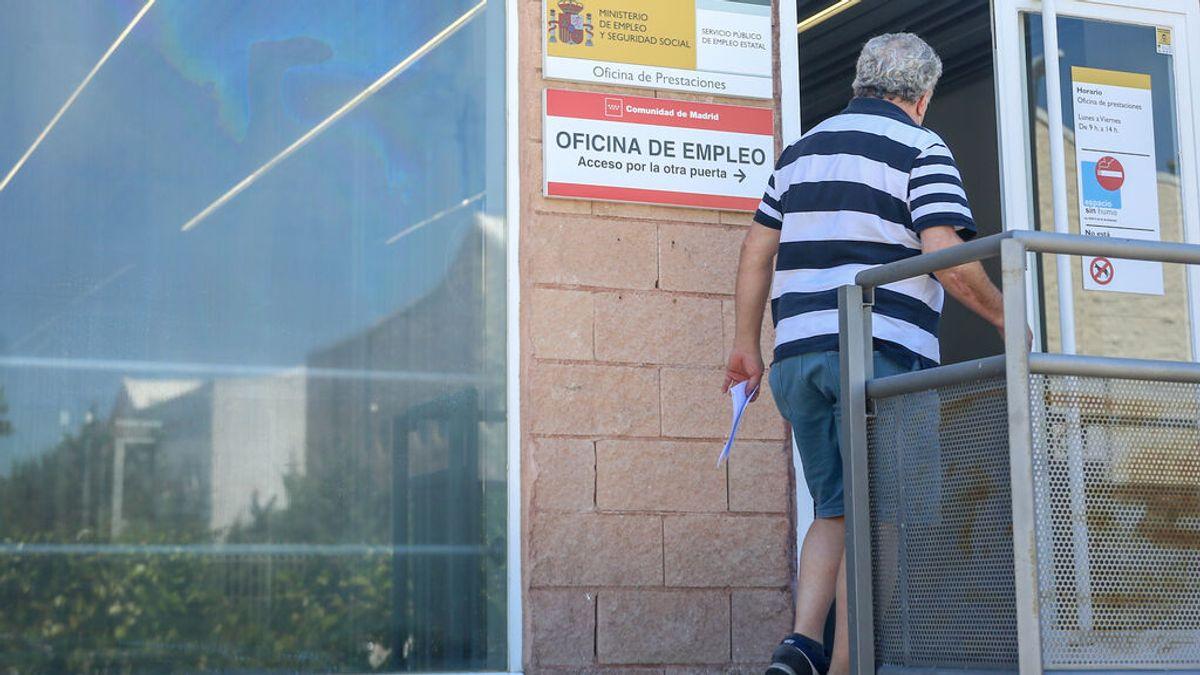 El paro registra en julio su mayor descenso mensual de la historia: 197.841 desempleados menos