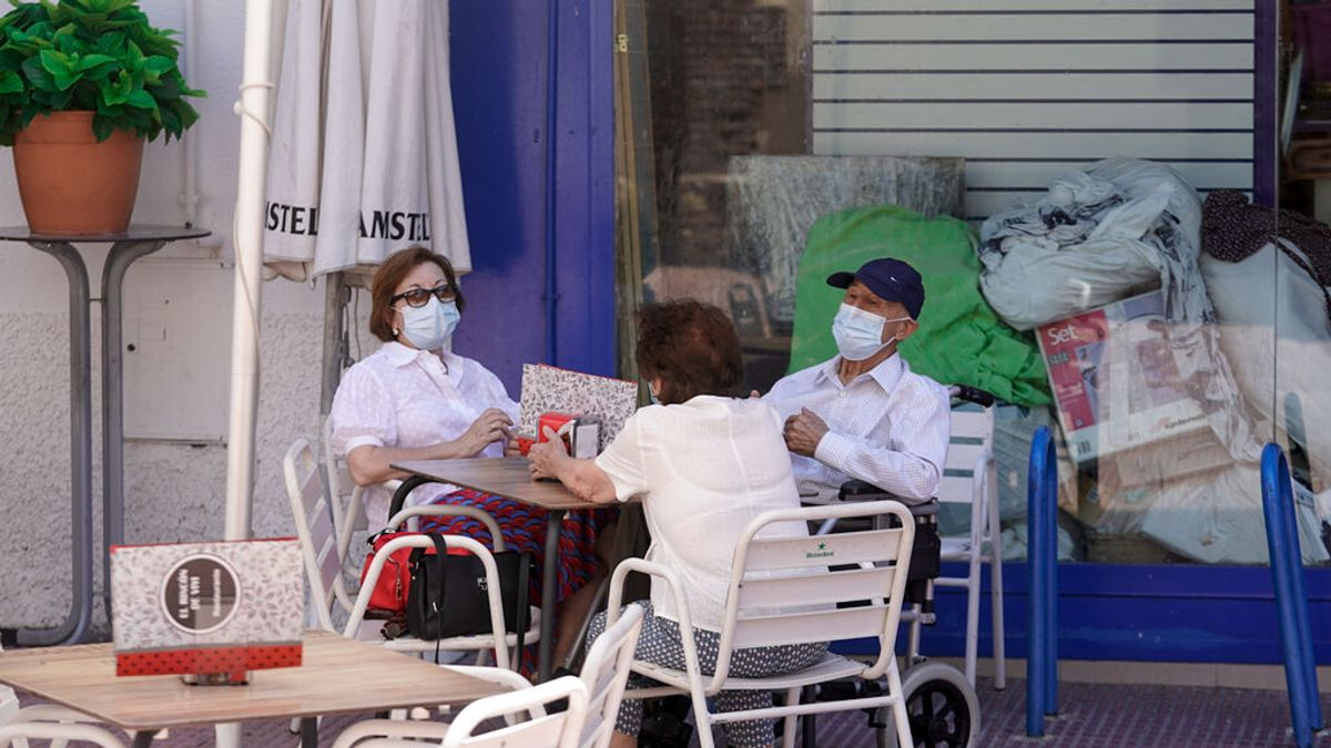 Las mascarillas y la distancia social, eficaces para evitar nueva variantes de la covid19, según un estudio