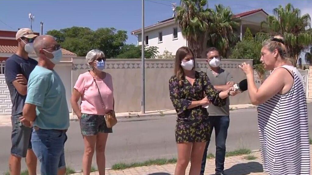 """Vecinos y okupas se enfrentan en directo:  """"Me vendieron la casa por 150 euros"""""""