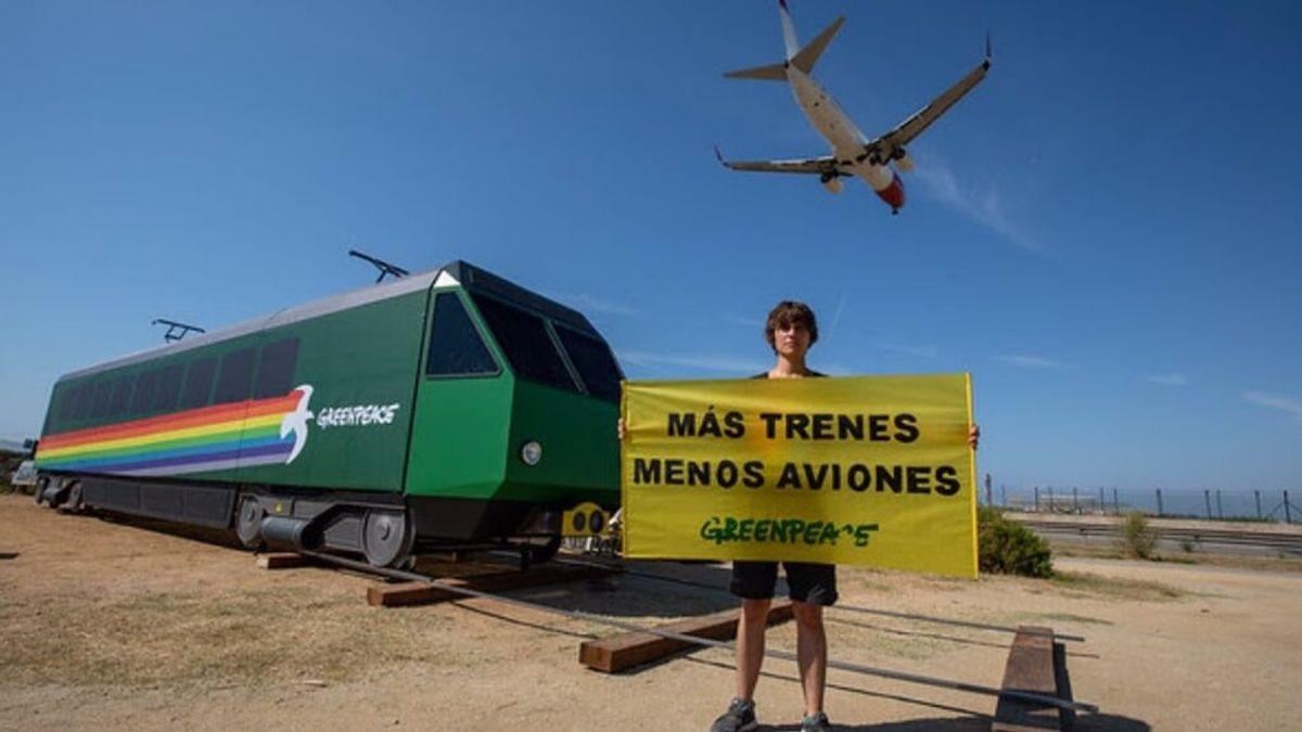 Activista de Greenpeace contra la ampliación de aeropuertos