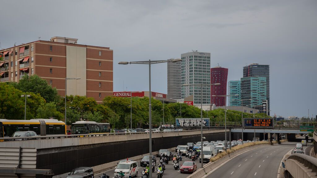 Las zonas azul y verde para aparcar en L'Hospitalet son gratuitas este mes de agosto