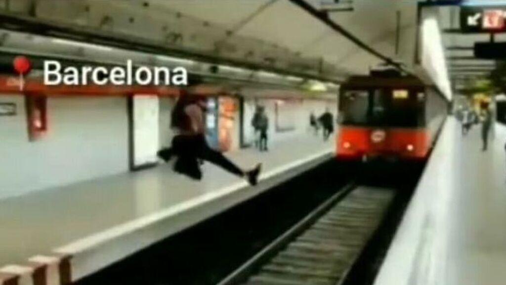 Denunciado el joven que se grabó saltando ante un metro en marcha en Barcelona