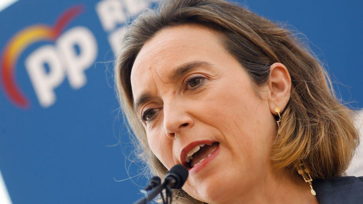 """El PP acusa a Sánchez de """"silencio cómplice"""" con la """"erosión"""" de la Corona y los ataques de Podemos al Rey emérito"""