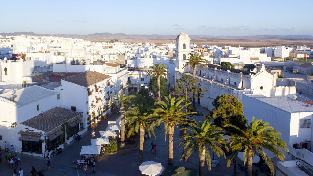 Andalucía solicita al TSJA toque de queda para Conil, Punta Umbría y otros 6 grandes municipios que ya superan la tasa mil