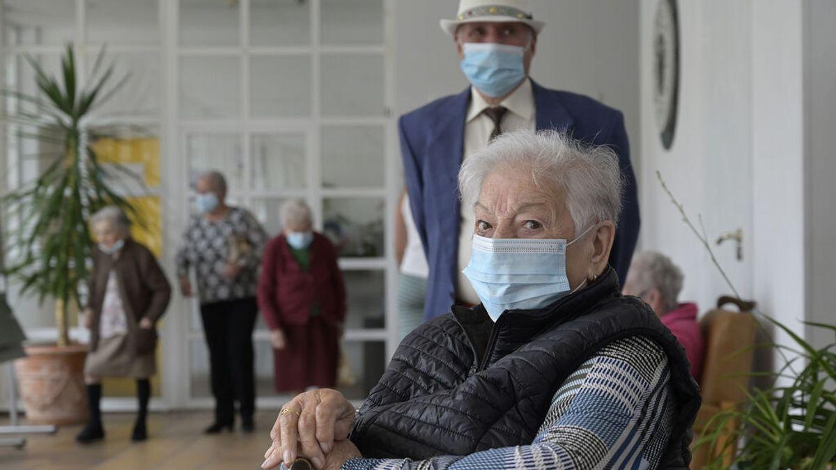 Madrid recomienda limitar visitas a inmunizados en residencias tras 200 casos en 8 centros