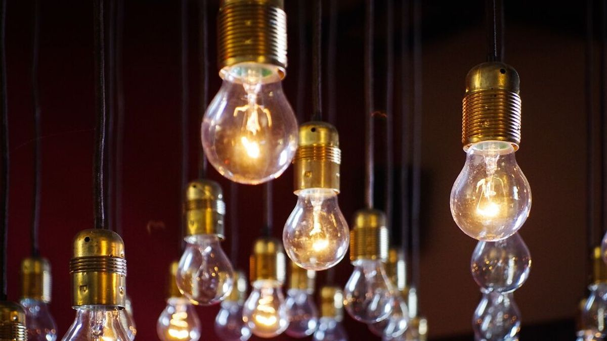 El precio de la luz se dispara hoy: lo que te costará (real) poner el aire acondicionado o una lavadora