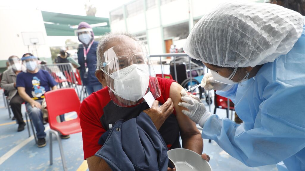 España comienza la donación de vacunas de AstraZeneca a Perú, Guatemala, Paraguay y Nicaragua