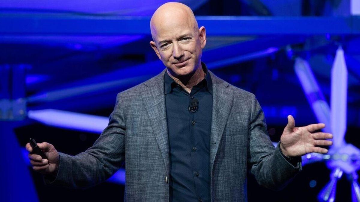 Cómo Jeff Bezos se convirtió en la persona más rica del mundo: de vender libros en el garaje de su casa a fundar la empresa que le ha hecho ganar 197 mil millones de dólares.