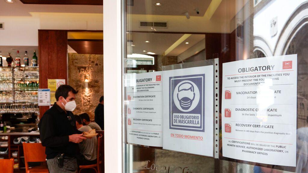 Cantabria sin pasaporte Covid para la hostelería, por ahora; Galicia lo mantiene, de momento