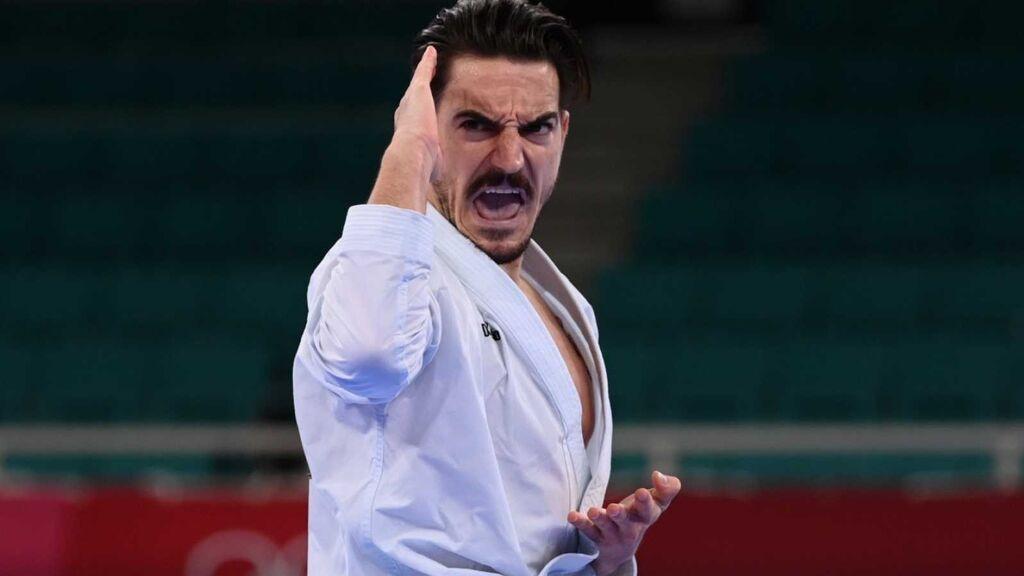 Damián Quintero se cuelga la medalla de plata en la modalidad de kata de kárate