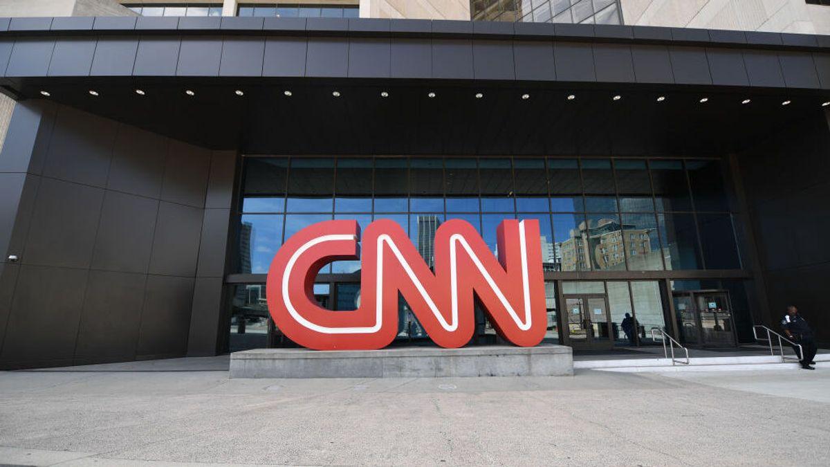 La cadena CNN despide a 3 empleados por ir a la oficina sin estar vacunado contra la covid19