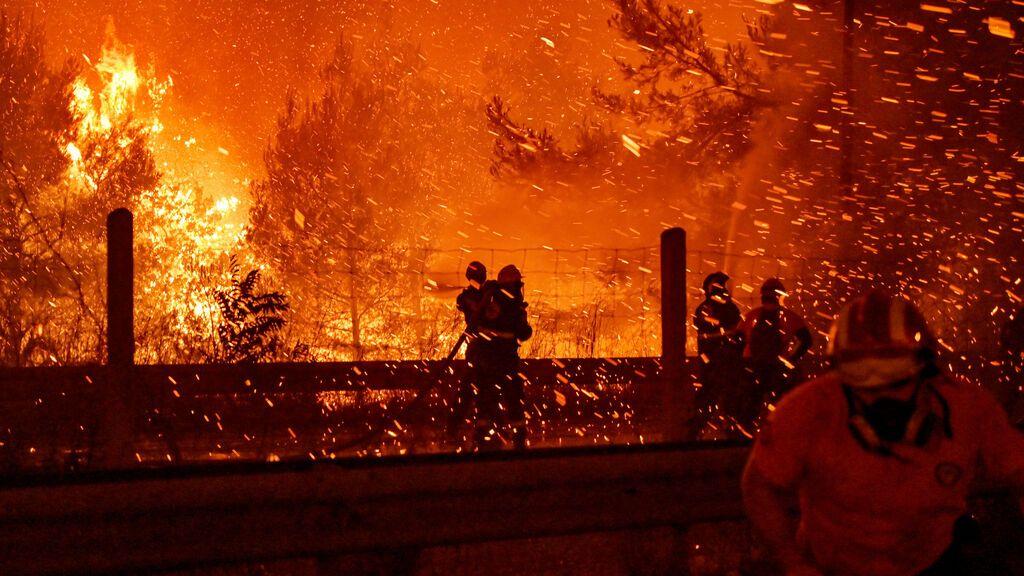 """La lucha de Grecia contra el fuego: """"No queremos dejar las casas"""""""