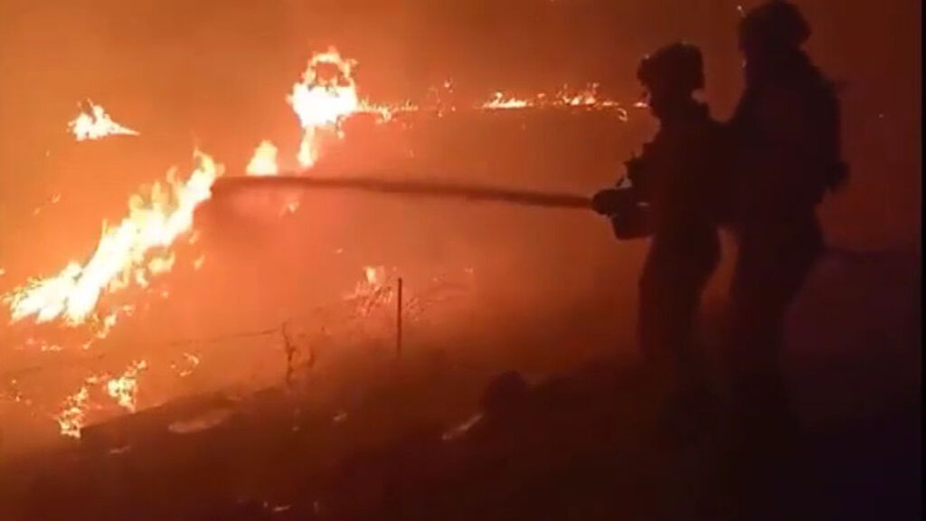 """El incendio de Cebreros tiende a """"estabilizarse"""" tras una """"noche durísima"""""""