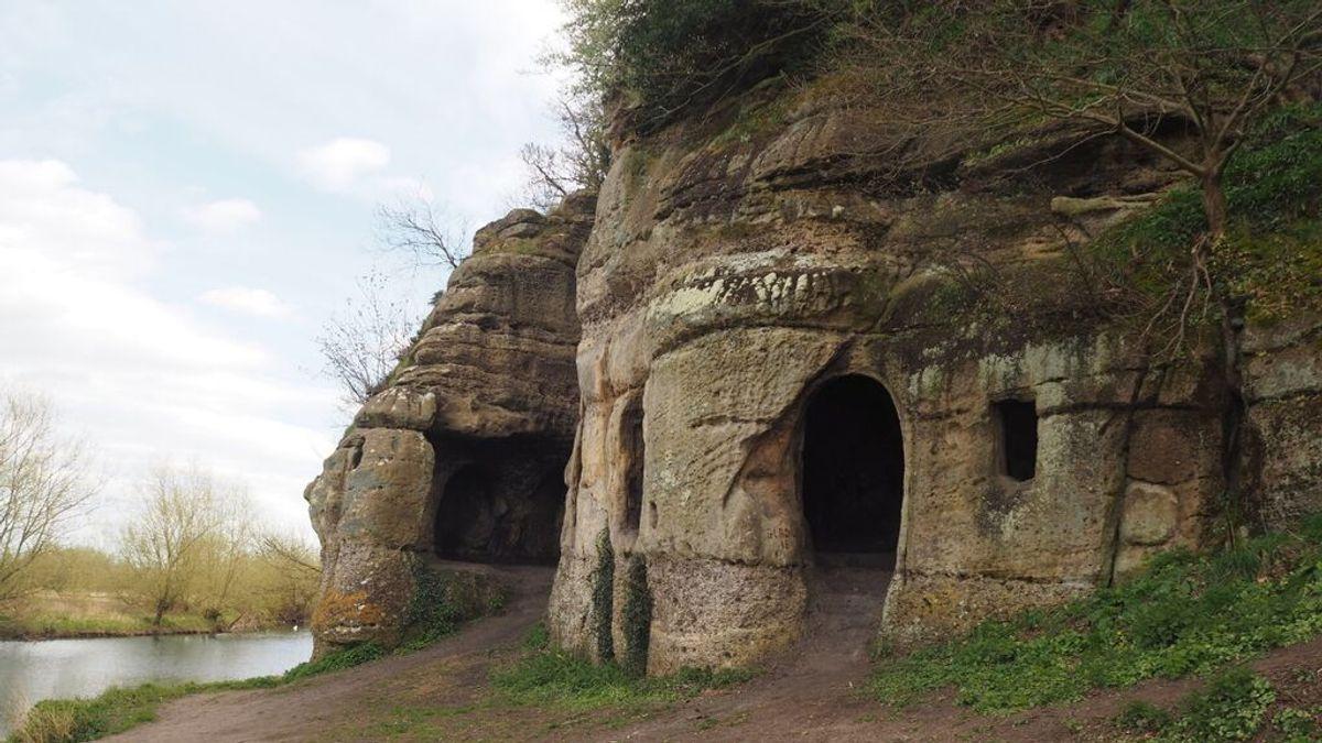 La cueva donde podría haber vivido un rey anglosajón exiliado en el siglo IX