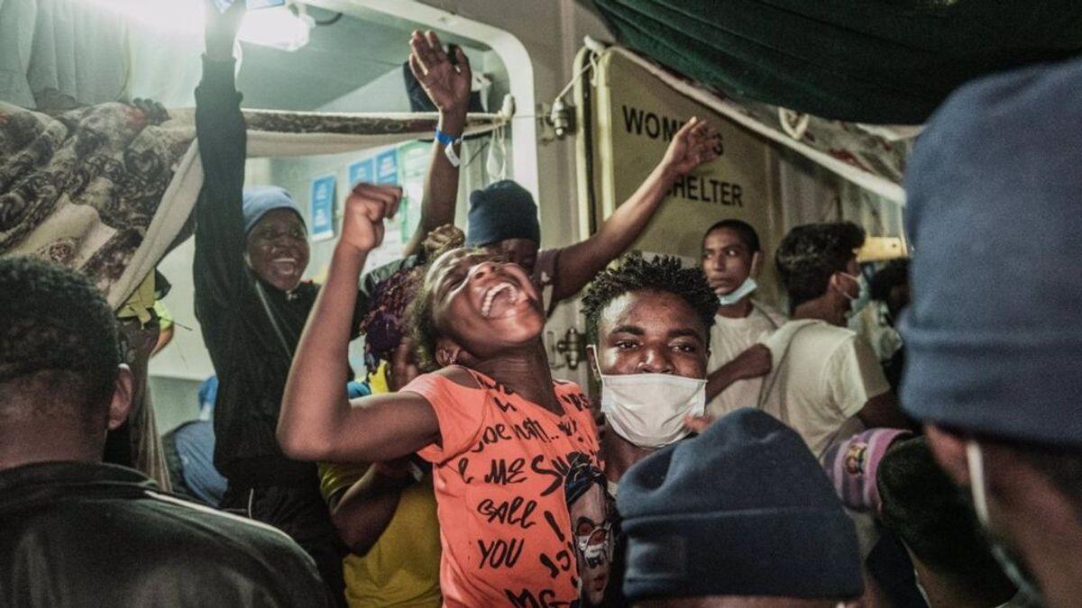 El 'Ocean Viking' recibe permiso para desembarcar en Sicilia a los más de 500 migrantes rescatados a bordo