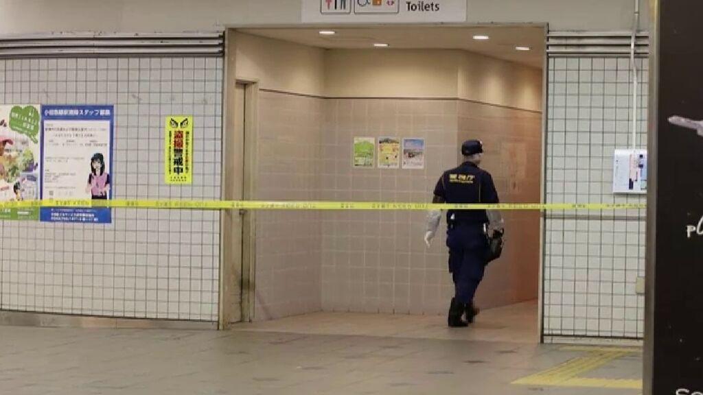 Apuñalamiento masivo en un tren de cercanías en Tokio: un hombre atacó a 10 mujeres