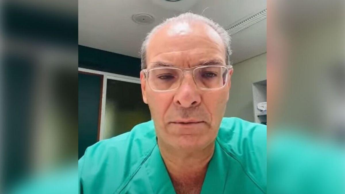 """Un médico canario alerta del peligro de los antivacunas a petición de uno de sus pacientes en UCI: """"no todo vale"""""""