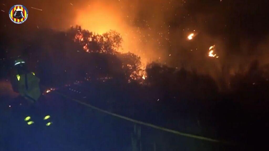 El incendio Rafelguaraf quema 200 hectáreas y afecta a tres términos municipales