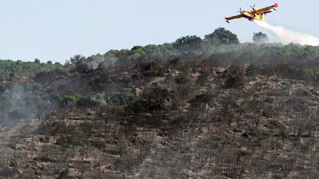 La UME se retira de las labores de extinción del incendio de El Tiemblo, en Ávila