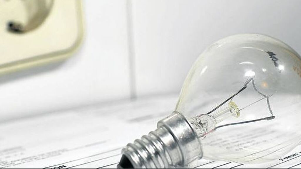 El precio de la luz vuelve a marcar un nuevo récord:   106,74 euros/MWh