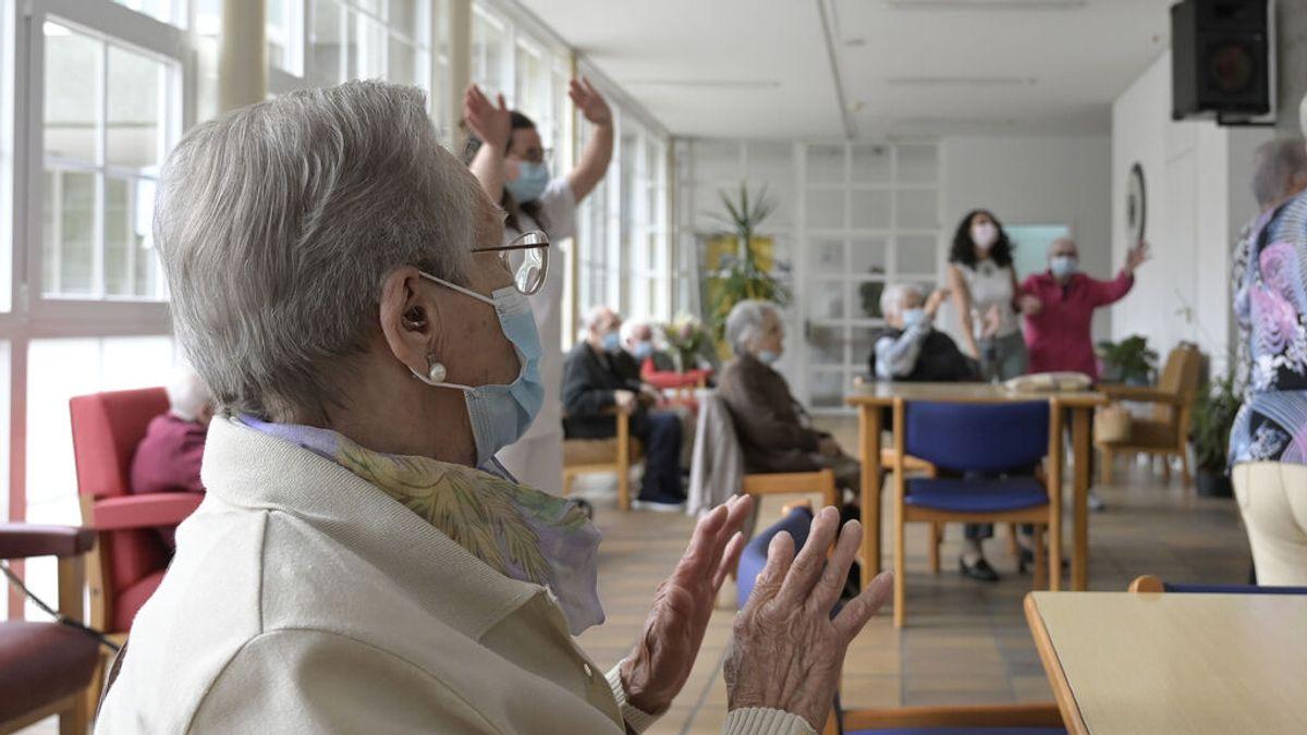 """Gerentes de residencias: """"Hay que plantearse la tercera dosis  cada vez hay más casos y más muertes"""""""