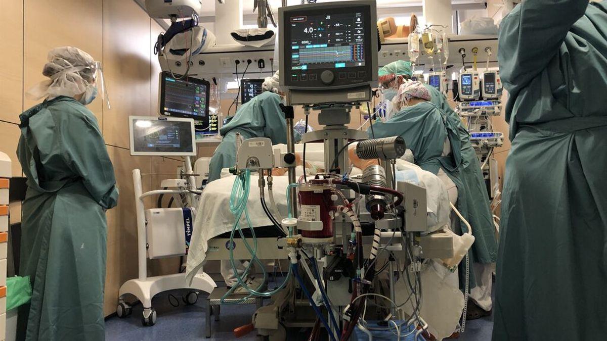 El 25% de pacientes ingresados en la UCI de hospital  Vall d'Hebrón tienen la pauta completa de vacunación