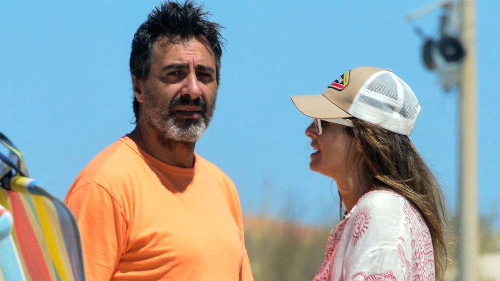"""Nuria Roca, Juan del Val y su experiencia con los paparazzis en la playa: """"Si te quitas el pareo os dejamos en paz"""""""