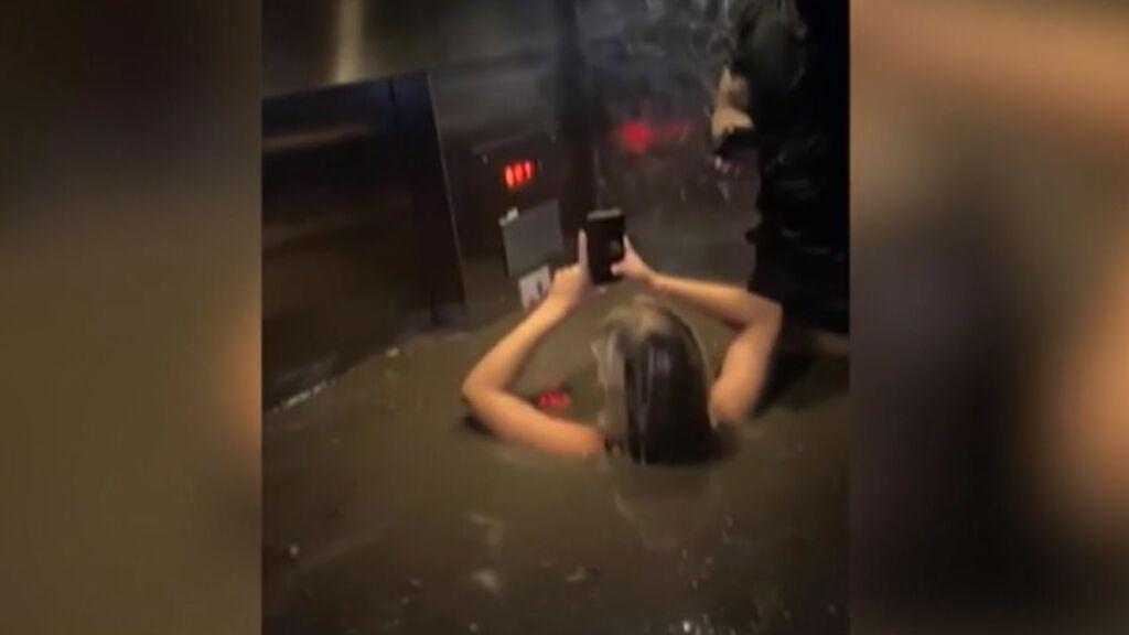 Tres amigos quedan atrapados con el agua hasta el cuello en un ascensor tras las inundaciones en Nebraska
