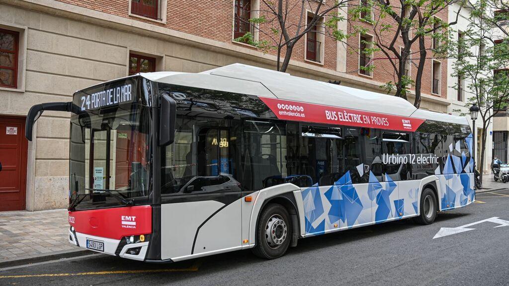 """La denuncia de una usuaria de EMT Valencia: """"Me prohibieron subir al autobús por ir escotada"""""""