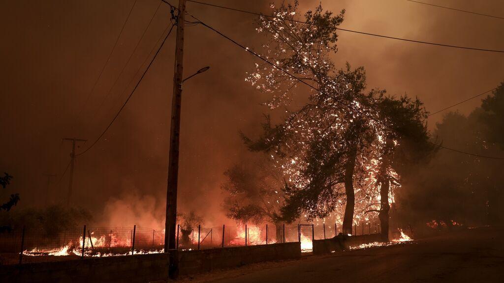 Grecia promete 150.000 euros y exenciones fiscales a quienes han perdido sus casas por los incendios