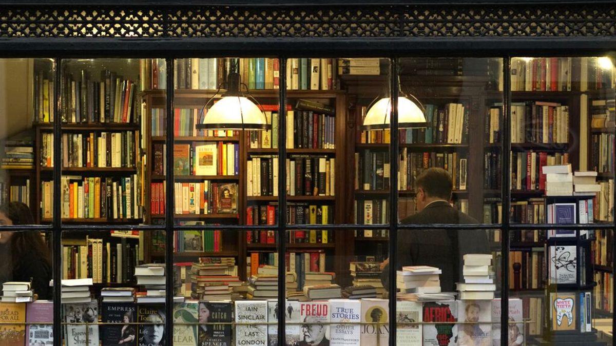 """Vuelve el ladrón de libros: """"No hay romanticismo, busca volúmenes caros y precintados para revenderlos"""""""