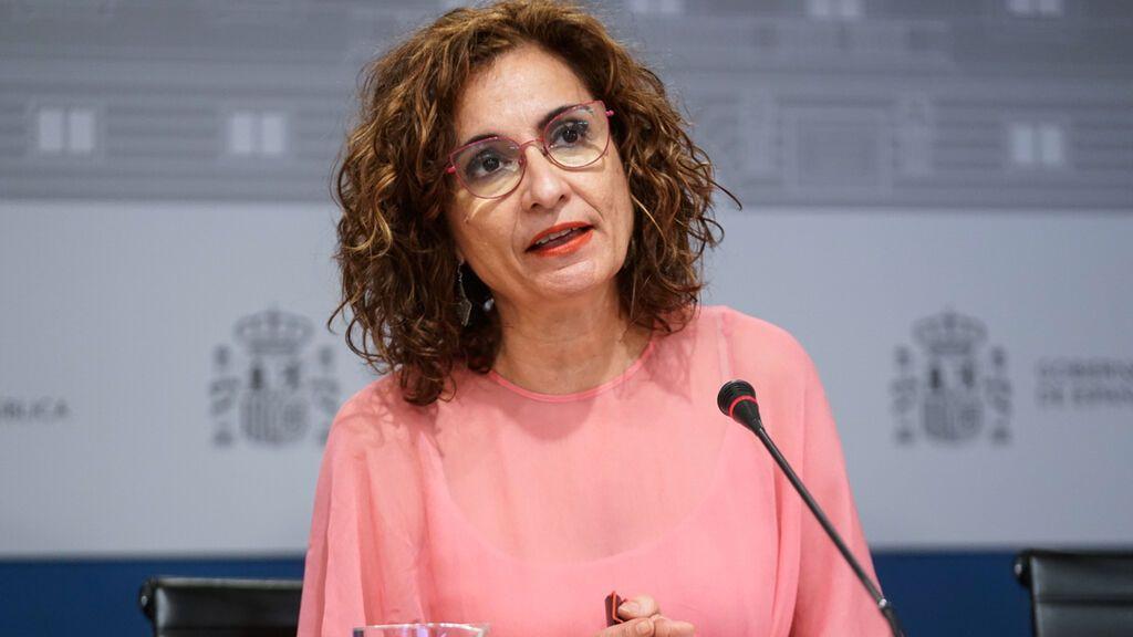 La ministra Montero culpa a Rajoy y Aznar del encarecimiento actual del recibo de la luz