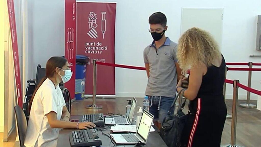 España impulsa la vacunación eliminando citas previas y acelerando la inmunización de adolescentes