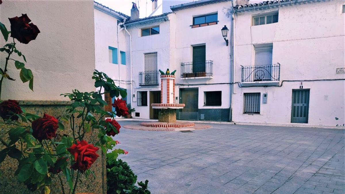 Verano al fresco: el municipio valenciano que corta el tráfico para que sus vecinos tomen el aire por la noche