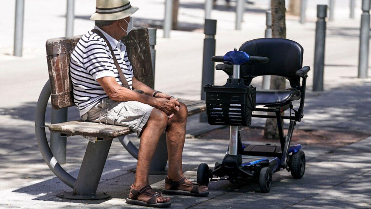 Los jóvenes se contagian más en la quinta ola, pero el 59% de las muertes son en mayores de 80 años