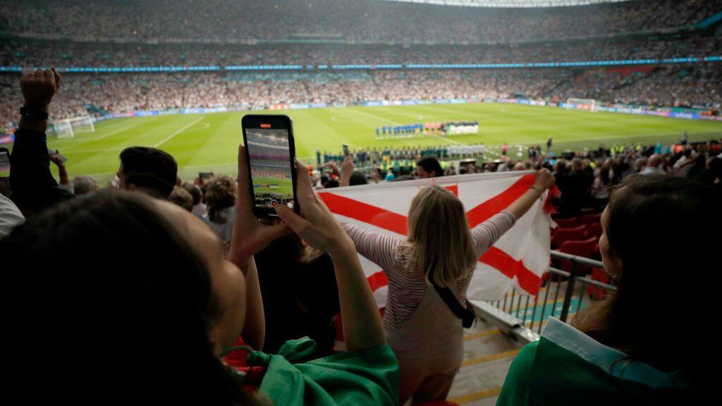 FIFA y UEFA disponen que no haya aficionados visitantes en los partidos internacionales durante septiembre