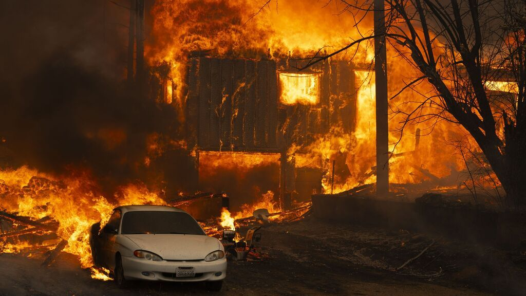 EuropaPress_3876240_filed_07_august_2021_us_greenville_house_burns_during_the_dixie_fire_on