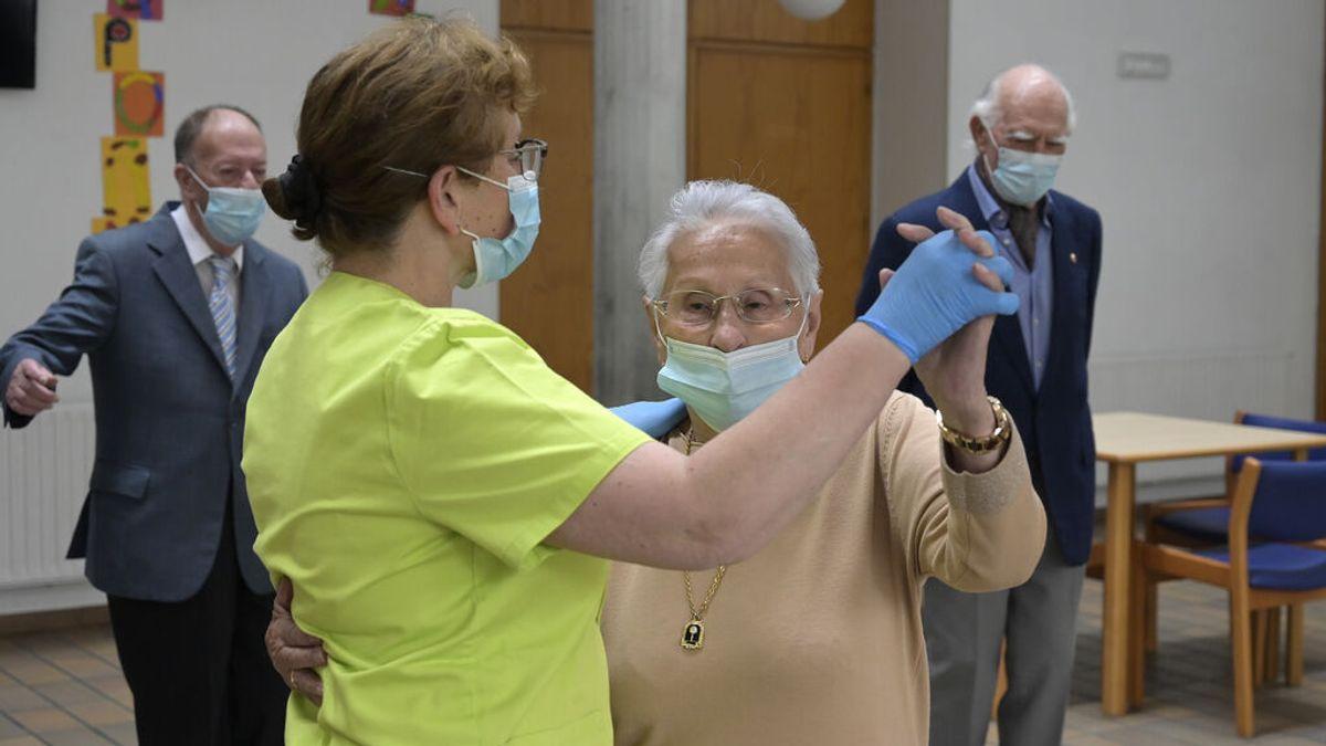 Sanidad pide valorar el cambio de puesto a trabajadores de residencias sin vacunar